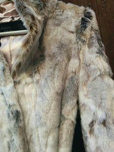 Precioso chaquetón de la firma VAN-DOS.