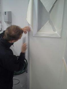Opsætning af grundpapir omkring vindue fortsat.