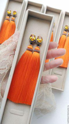 """Купить или заказать Клипсы кисти """"Sweet Orange"""" шелк, Сваровски в интернет магазине на Ярмарке Мастеров. С доставкой по России и СНГ. Срок изготовления: Зависит от наличия материалов…. Материалы: кисти ручной работы, Японский бисер…. Размер: Длина 10 см или 12см. Длиннее возможно,…"""