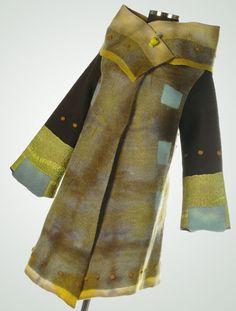 Nuna: roba amb feltre. Felt clothes.