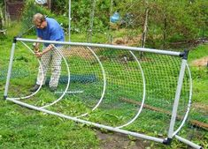 Building A DIY Chicken Coop If you've never had a flock of chickens and are considering it, then you might actually enjoy the process. It can be a lot of fun to raise chickens but good planning ahead of building your chicken coop w Mobile Chicken Coop, Chicken Coop Run, Chicken Cages, Portable Chicken Coop, Chicken Pen, Chicken Tractors, Backyard Chicken Coops, Building A Chicken Coop, Chickens Backyard