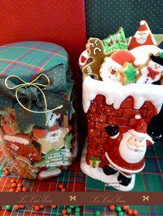 Bolachas personalizadas para o Natal! Por  Giselle Minella  NATAL VIDRO BOLACHAS DIVERSAS  Sabores sugeridos: Baunilha, chocolate, ovomaltine, canela, nozes e morango.   Encomende pelo blog: www.lelieusucre.com.br