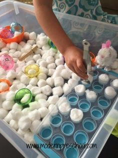 Toddlers & preschoolers can explore and learn in this sensory bin full of cotton ball bunny tails! Practice fine motor, sorting, and coordination skills.