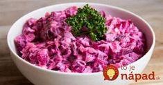 Vynikajúca alternatíva ku klasickému sviatočnému šalátu zo zemiakov a majonézy. Navyše, vďaka červenej repe je doslova nabitý vitamínmi a cennými živinami.