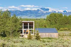 Tall living spaces in this single-storey house close to Jackson, Wyoming, are oriented to make the most of views of the nearby Teton Mountains