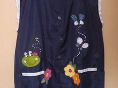Avental para professora, confecção MK confecções tamanho exg,ul marinho, aplique de sapinho, flores e borboleta, aplique de botão fantasia de abelha. Avental em jersey com detalhes de lesie. Peça única. Elegancia, delicadeza, criatividade e exclusividade. Arte & Reparty