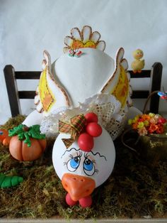 artesanato | carlatenorio.arteblog.com.br Christmas Decorations, Christmas Ornaments, Holiday Decor, Chicken Pattern, Gourds Birdhouse, Painted Gourds, Chickens And Roosters, Gourd Art, Gift Baskets