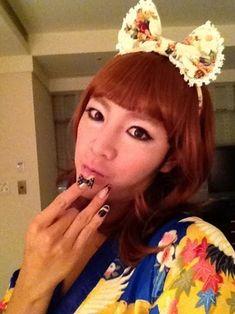 Jang Geun Suk transforms into a perfectly feminine lady