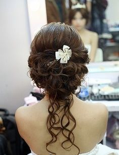 Alex Keating posted Wedding updo hairstyle - For bridesmaid? to his -hair tips- postboard via the Juxtapost bookmarklet. Wedding Hair And Makeup, Wedding Updo, Bridal Hair, Hair Makeup, Wedding Vows, Wedding Band, Wedding Rings, Victorian Hairstyles, Fancy Hairstyles