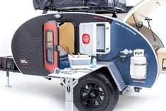 Lightweight and easy to tow, an off road teardrop travel trailer that is ready to go. Everything you need but nothing more for off-grid adventures. Building A Teardrop Trailer, Teardrop Camping, Teardrop Camper Trailer, Expedition Trailer, Overland Trailer, Tiny Trailers, Camper Trailers, Jeep Camping Trailer, Kayak Rack