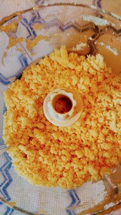Na malé vajíčko přijde 80 – 100 g polohrubé mouky, na středně velké 100 - 120 g mouky. Do sekáčku dáme vajíčko a příslušné množství mouky... Grains, Rice, Food, Hoods, Meals, Seeds, Laughter, Jim Rice, Brass