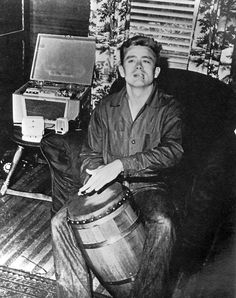 James Dean Playing His Bongo Drums Old Hollywood Actors, Golden Age Of Hollywood, James Dean Haircut, James Dean Photos, Rebel Without A Cause, East Of Eden, Jimmy Dean, Good Old Times, Old Movie Stars