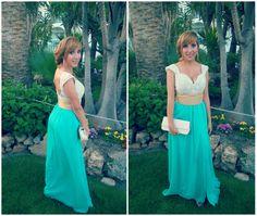vestido con cuerpo de encaje beige y caída de gasa turquesa