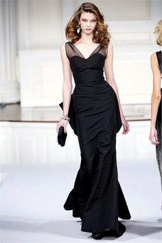 Celebrities who wear, use, or own Oscar De La Renta Fall 2010 Black Gown. Also discover the movies, TV shows, and events associated with Oscar De La Renta Fall 2010 Black Gown. Look Fashion, Runway Fashion, High Fashion, Fashion Show, Elegance Fashion, Ny Fashion, Classic Elegance, Fashion Hair, Dress Fashion