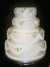 Very traditional white wedding cake with swags and rosebuds. Cute Cakes, Yummy Cakes, Cascade Bouquet, Cascading Bouquets, Danish Bakery, Traditional Wedding Cake, Buttercream Icing, Beautiful Wedding Cakes, Boho Wedding Dress