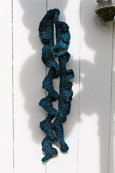 THREE ROW ruffled crochet scarf (1/2 skein!) Done in one hour or less!
