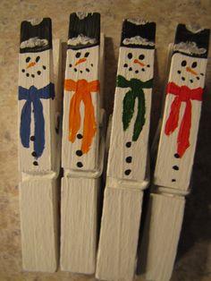 Conjunto de 16 mano pintado pinzas para la ropa por ATwistofArt2010