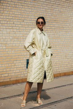 Paulien Riemis wearing our yellow quilted coat printed 'it takes a family'. Milan Fashion Weeks, Fashion 2020, New York Fashion, London Fashion, Fashion Models, Women's Fashion, Copenhagen Style, Copenhagen Fashion Week, Stockholm Street Style