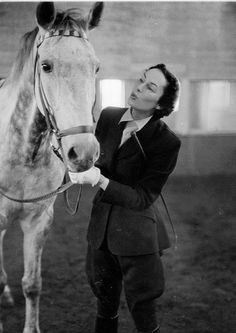 Classic, and very classy, early 1950s riding wear. #vintage #equestrian #1950s #fashion #horse