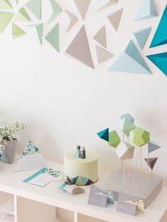 Geometric backdrop, table decor, invitation card, place card, vases and cake. www.karcsipapir.hu