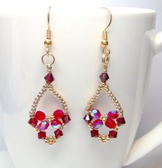 Beautiful! Beaded by BuzzybeeBeading. Free Trinket Earrings pattern here: http://www.aroundthebeadingtable.com/Tutorials/Trinket.html