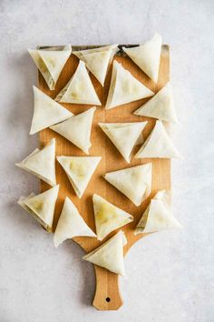 Samosa, easy vegetable appetizer or snack that's extremely rich in flavor. Easy recipe with wrapping tips. Vegetable Samosa, Vegetable Appetizers, Samosa Recipe, Biryani Recipe, Coriander Cilantro, Fresh Coriander, Brick Pastry, How To Make Samosas, Types Of Pastry