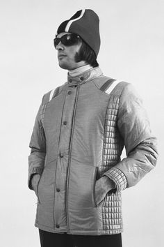 1973  A knitted hat and goggles in a Gordon Lowe catalogue Doudoune Ski,  Mode facdeeddd6c