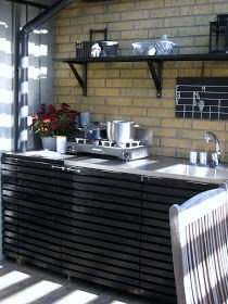 s.m.i.l.e: Luftigt kök Outdoor Cooking, Outdoor Kitchens, Deck Fireplace, Pergola, Bbq, Kitchen Cabinets, Home Appliances, Patio, Table