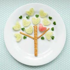 I heart trees and pretzels and cucumbers, too! Make this heart tree snack with pretzels and cucumbers HERE at Canadian Family. Toddler Meals, Kids Meals, Cute Kids Snacks, Kids Fun, Kreative Snacks, Vegetable Snacks, Food Art For Kids, Childrens Meals, Best Fruits