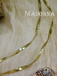 Picture Madonna, Bracelets, Gold, Pictures, Jewelry, Fashion, Photos, Moda, Jewlery