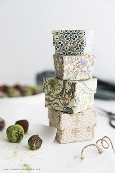 Pralinen - Matcha, Kakao, Mandel - vegan · Time for delights Matcha, Kakao, Almond, Place Card Holders, Vegan, Chocolate, Food, Almonds, Essen