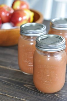 Slow Cooker Applesauce This delicious apple sauce takes little to no effort - just make it in a slow cooker! Set it, forget it, and then jar it for your freezer! Crock Pot Food, Crock Pot Desserts, Crock Pot Slow Cooker, Slow Cooker Recipes, Crockpot Recipes, Apple Recipes, Baby Food Recipes, Fall Recipes, New Recipes