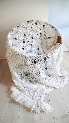 Vintage crocheted blanket white flowers with por lacasadecoto