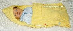 Porta bebe - Tejiendo Perú Baby Knitting, Crochet Baby, Knit Crochet, Baby Barn, Baby Bunting, Bebe Baby, Baby Yellow, Crochet Fashion, Baby Wearing