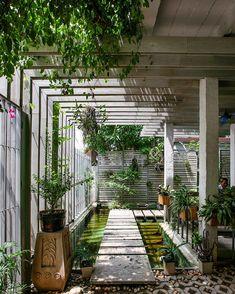 "13.7K 次赞、 56 条评论 - designboom magazine (@designboom) 在 Instagram 发布:""in hanoi, vietnam, the mein garten showroom by studio 102 provides a light-filled office space…"""