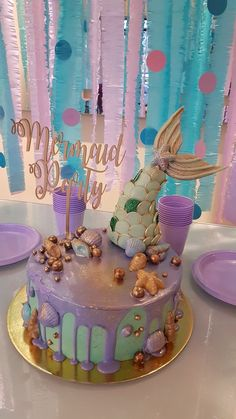 27 Beautiful Mermaid Birthday Party Decor Ideas For Your Daughter Mermaid Birthday Cakes, Little Mermaid Birthday, Little Mermaid Parties, Mermaid Cakes, Mermaid Mermaid, 2nd Birthday Parties, Birthday Party Decorations, Girl Birthday, Birthday Ideas