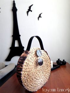 YASEMİN  UZUNOĞLU: IKEA   AMERİKAN   SERVİSİNDEN   HASIR   ÇANTA   YA... Straw Bag, Creations, Diy Crafts, Crochet, Womens Fashion, Bags, Shopping, Ideas Para, Style