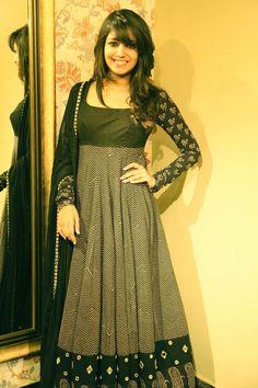 Best Maxi Dress Frisyrer: 22 måter å se fantastisk ut Designer Salwar Kameez, Designer Anarkali Dresses, Designer Dresses, Salwar Designs, Kurta Designs Women, Kurti Designs Party Wear, Anarkali Dress Pattern, Salwar Pattern, Salwar Dress