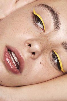 Makeup eyes yellow line. - creative makeup - Eye Make up Makeup Trends, Makeup Inspo, Makeup Art, Makeup Tips, Makeup Tutorials, Makeup Ideas, Beauty Trends, 80s Makeup, Dead Makeup