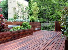 suelo y jardineras de madera de exterior diseño completo en http://www.lahabitacionverde.es/blog/2013/06/diseno-jardin-atico-madera/ #paisajistas