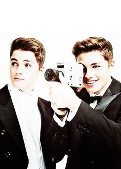 #JacksGap & #FinnHarries hello and y are you not in my house xD