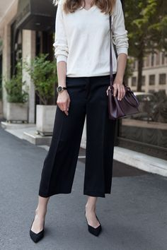 Minimalist Fashion Tips: 24 Womens Minimal Outfits - Biseyre Casual Work Outfits, Business Casual Outfits, Work Attire, Chic Outfits, Fashion Outfits, Fashion Trends, Fashion Tips, Stil Inspiration, Look Office
