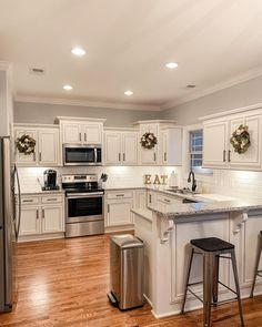 Casa Stark, Home Instead, Kitchen Inspiration, Layout, Wreaths, Vacation, Cabinet, Lifestyle, Friends