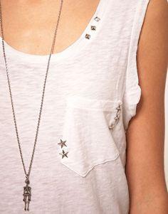 les clous étoiles pour rhabiller un simple tee shirt