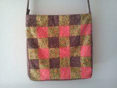 Bolso de patchwork cuadrado hecho a mano