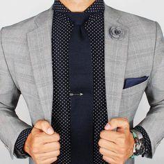 Si quieres usar un clip de corbata, asegúrate que esté a la altura del esternón. | 14 Reglas de oro que todos los que usan corbata deben saber