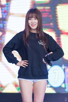 HD kpop pictures and gifs. South Korean Girls, Korean Girl Groups, Camel Tow, Gfriend Yuju, G Friend, Japanese Beauty, Hot Dress, Korean Singer, Kpop Girls