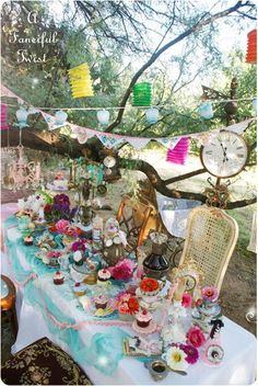 alice in wonderland mad tea party. Mad Hatter Party, Mad Hatter Tea, Mad Hatter Wedding, Mad Hatter Cake, Baby Shower, Bridal Shower, Mad Tea Parties, Alice In Wonderland Tea Party, Ideas Para Fiestas