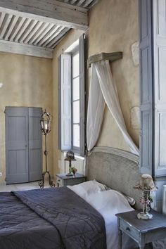 I am crazy about the tiny little cornice above this big bed, with simple panels framing the headboard.  That's all you need.  (The Posterlon, near Caumont sur Durance, Provence)