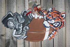 Wooden Door Hangers Sports House Divided Ideas For 2019 Alabama Door Hanger, Football Door Hangers, Crafts To Sell, Home Crafts, Football Crafts, Football Decor, Alabama Crimson Tide Logo, Burlap Door Hangers, House Divided